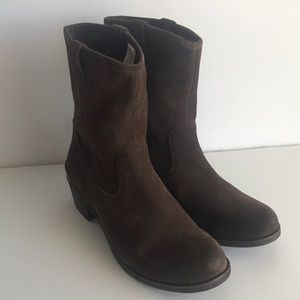 Authentic UGG Briar Boots Brown Size 6.5 NEW